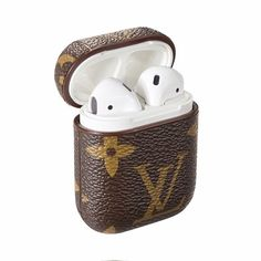 Best Luxury Louis Vuitton AirPods Case Earphone Air Pods Protector Cover Monogram Canvas - Useful: Louis Vuitton Luxury Designed For Apple AirPods wireless headphone box, fitting, not easy slide out and keep it always in new look. Monogram Canvas, Gucci Snake, Fone Apple, Zapatillas Louis Vuitton, Damier Louis Vuitton, Accessoires Iphone, Apple Watch, Earphone Case, Airpod Case