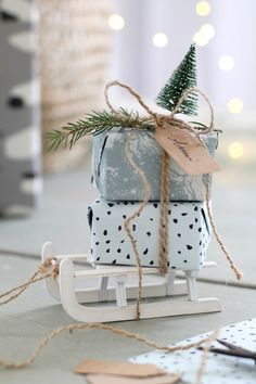 christmas presents mini Geschenkverpa - weihnachten Christmas Gift Wrapping, Christmas Presents, Diy Gifts, Christmas Gifts, Christmas Decorations, Christmas Ornaments, Handmade Gifts, Christmas Ideas, Wrapping Ideas