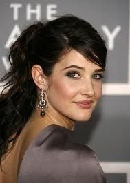 Cobie Smulders- great color, elegant earrings and cute ponytail. Cobie Smulders, Protective Hairstyles, Easy Hairstyles, Wedding Makeup For Brunettes, Head Band, Michelle Monaghan, Brunette Makeup, Glamour Beauty, Glamour Makeup