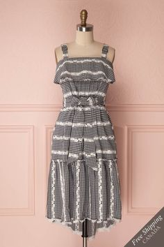 Women's Fashion Online Boutique 1861 & La petite garçonne Girly, Online Fashion Boutique, Mi Long, Dress Codes, Gingham, New Dress, Dress Skirt, Ruffles, Fashion Dresses