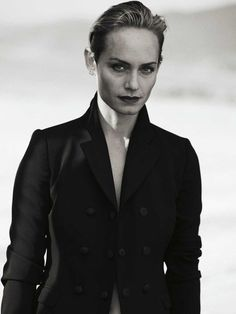 Supermodel Amber Valletta teams up with fashion photographer Peter Lindbergh at Management for the superb cover story of Zeit Magazine's latest edition. Feminine Photography, Bohemian Photography, Black And White Photography, Editorial Photography, Portrait Photography, Fashion Photography, Urban Photography, Paolo Roversi, Peter Lindbergh