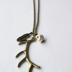 Arizona Pendant with Howlite Skull and Large Antlers Charms