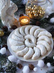 Az otthon ízei: Szilvalekváros hókifli Hungarian Recipes, Apple Cake, Creative Cakes, Winter Food, Xmas, Christmas, Cake Recipes, Food Photography, Burlap