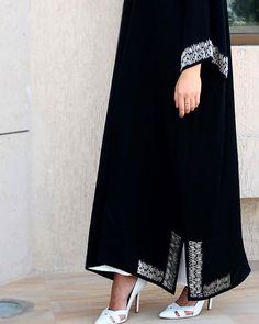 Attention to details Dubai Fashion, Abaya Fashion, Muslim Fashion, Modest Fashion, Fashion Outfits, Fashion Shoot, Kaftan Designs, Estilo Abaya, Abaya Pattern