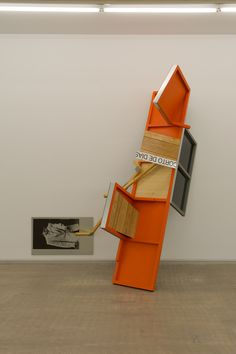Txomin Badiola en Carreras Mugica 2016.  Fotografía: Daniel Mera Falling Apart, Plank, Wall, Home Decor, Art Journals, Racing, Exhibitions, Museums, Sculpture