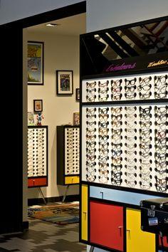 Marc Ifrah viste de Piet Mondrian la óptica La Fabrique de Lunettes en París.