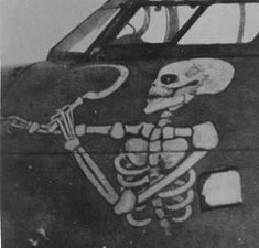 An Unnerving Message To The German Pilots On Both Sides Of Willie's Plane. Calgary Alberta's Own Air Ace ( Canada's W. Nose Art, Helmet Paint, Aircraft Painting, Airplane Art, Military Art, Military History, Aviation Art, Paint Schemes, Skull And Bones