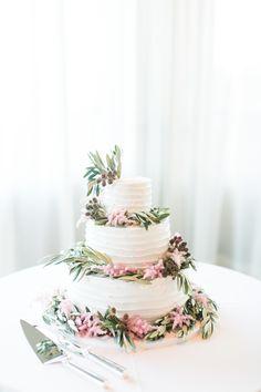 Cake : Sweet Lady Jane - http://www.stylemepretty.com/portfolio/sweet-lady-jane Photography: Jasmine Star Photography - jasminestarphotography.com   Read More on SMP: http://www.stylemepretty.com/california-weddings/2016/09/08/glamorous-cranberry-blush-bel-air-bay-club-wedding/