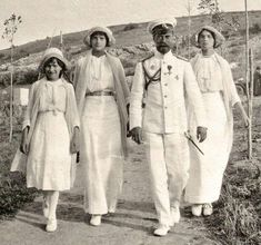 Emperor Nicholas II walking with his daughters Grand Duchesses Olga, Tatiana and Anastasia Nikolaevna Romanov. Anastasia Romanov, Tatiana Romanov, Zar Nikolaus Ii, Romanov Sisters, Familia Romanov, Grand Duchess Olga, House Of Romanov, Alexandra Feodorovna, Tsar Nicholas Ii