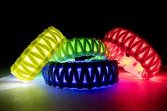 Learn how to make flashing LED paracord bracelets to make sure you can be seen! Learn how to make flashing LED paracord bracelets to make sure you can be seen! Paracord Knots, Paracord Bracelets, Paracord Ideas, Knot Bracelets, Survival Bracelets, 550 Paracord, Laser Tag Party, Led Band, Deco Led