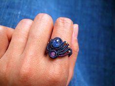 サファイア 天然石リング Macrame Rings, Macrame Jewelry, Macrame Bracelets, Ring Bracelet, Ring Earrings, Micro Macrame, Macrame Modern, Macrame Tutorial, Jewelry Crafts