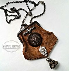 Vintage Remains - Vintage Coin Purse Button Necklace Diy Coin Purse, Coin Purses, Jewelry Crafts, Jewelry Art, Jewelry Design, Grandmother Jewelry, Found Object Jewelry, Button Necklace, Diy Handbag