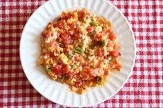 Menemen is a classic turkish breakfast, which is also great for lunch and supper. Find out how to make this delicious and easy to make dish. Turkish Recipes, Greek Recipes, Ethnic Recipes, Mediterranean Breakfast, Mediterranean Recipes, Turkish Breakfast, Breakfast Dishes, Breakfast Restaurants, Kitchens