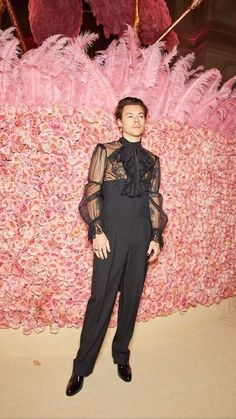 Harry Styles Clothes, Harry Styles Pictures, Harry Styles Fashion, Harry Styles Style, Foto Fashion, Harry Styles Wallpaper, Mr Style, Harry Edward Styles, Celebs