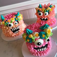 Monster squad goals💕🌸✌🏻Boho monsters are in shop this weekend at our Solon location while supplies last! Monster Birthday Cakes, Monster Birthday Parties, Monster Cakes, Monster Food, Monster Party, Halloween Torte, Halloween Treats, Halloween Birthday Cakes, White Flower Cake Shoppe
