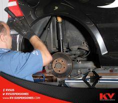El daño de una suspensión se puede percibir cuando se presentan ruidos o se siente 'juego' en el volante del vehículo, por lo tanto es recomendable que la suspensión se revise cada 20,000 kilómetros. #TipKV