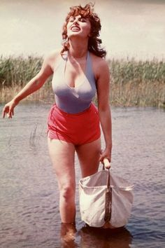 Sophia Loren, Hollywood Fashion, Old Hollywood, Classic Actresses, Actors & Actresses, Divas, Pin Up, Italian Actress, Ageless Beauty