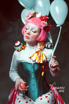 I don't like clowns so she is so cute! *_*