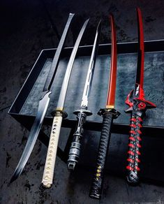 5 different katanas. My favorite is the one on the far right. Comment below which u like most. Ninja Weapons, Anime Weapons, Weapons Guns, Zombie Weapons, Zombie Apocalypse, Pretty Knives, Cool Knives, Fantasy Sword, Fantasy Weapons