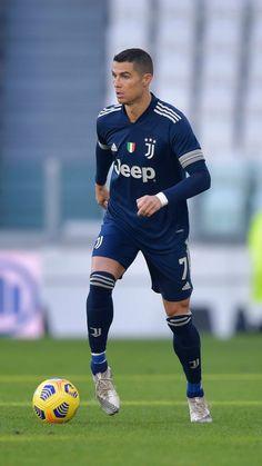 Cr7 Juventus, Cristiano Ronaldo Juventus, Cr7 Ronaldo, Football Images, Football Pictures, Real Madrid, Ronaldo Free Kick, Soccer Jokes, Ronaldo Football