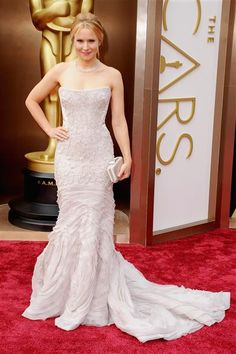 Kristen Bell attends the 86th annual Academy Awards at the Dolby Theatre in Hollywood on March 2, 2014.  #AcademyAwards