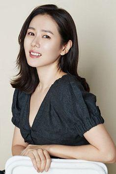 ➤Son Ye Jin ➤ Korean ➤ Actress ➤ Something in the Rain, Be with You Korean Actresses, Korean Actors, Asian Actors, Korean Beauty, Asian Beauty, Korean Drama Stars, Korean Shows, Japanese Film, Kdrama Actors