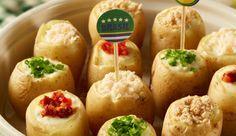 Mini batatas assadas recheadas com queijo de minas, MAGGI Tempero e Sabor Requeijão Cremoso NESTLÉ, cobertas com peito de peru, ou tomate seco, ou Biscoito NESFIT ou cebolinha verde