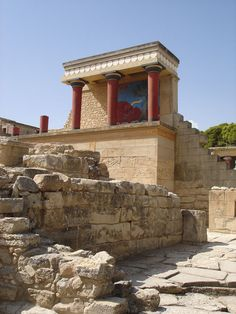 7 discoveries that changed the archaeological world    1. Knossos, Crete    Arthur Evans' excavations in 1900-1905 uncovered a vast Middle Bronze Age (c.1900-1450 BC) palace complex boasting some 1,300 rooms, many decorated with colourful frescoes of dolphins, griffins, and athletes engaged in bull-leaping. The most important discovery, however, was at first glance more mundane: thousands of slabs of baked clay. These tablets bore inscriptions in a never-before seen language, dubbed Linear…