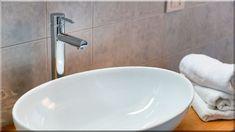 egyszerű, modern fürdőszoba - Luxuslakások Sweet Home, Sink, Fa, Home Decor, Ideas, Home Decoration, Sink Tops, Vessel Sink, Decoration Home