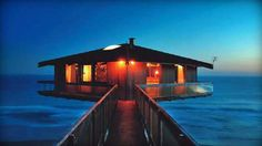Australian pole house suspended over the ocean. Fairhaven Pole House by Frank Dixon, Beautiful Beach Houses, Beautiful Places, Funny Beach Pictures, Pole House, Beach Humor, Australian Beach, Ocean House, Floating House, My Escape