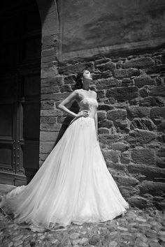 STELLA www.alessandrarinaudo.it  #nicolespose  #weddingdress