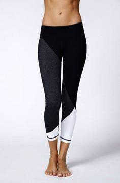 New sport bras pattern workout tops ideas Mode Des Leggings, Crop Top And Leggings, Leggings Sale, Printed Leggings, Cheap Leggings, Awesome Leggings, Mesh Leggings, Black Leggings, Workout Attire