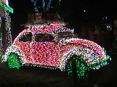 This VW Beetle has been covered in Xmas lights Christmas Cars, Pink Christmas, Outdoor Christmas, All Things Christmas, Beautiful Christmas, Christmas Holidays, Merry Christmas, Christmas Ideas, Happy Holidays
