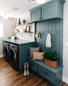 Give your laundry room with this Vintage Laundry Room Decor Idea! Find inspiration for your laundry room design classic and simple impressed. Room Design, House, Laundry Mud Room, Interior, Home, Home Remodeling, Laundry Room Decor, New Homes, House Interior
