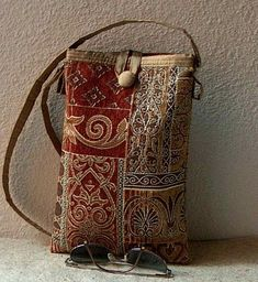 Stoff-Tasche - nice proportions simple design The Barcelona Bag Tapestry by aandvdesigns on Etsy My Bags, Purses And Bags, Coin Purses, Bag Sewing, Hipster Stil, Contemporary Tapestries, Tapestry Fabric, Handmade Purses, Handmade Bracelets