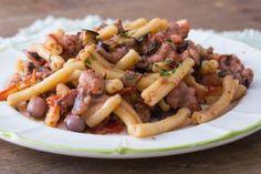 Casarecce moscardini e melanzane Pesto Dip, Sicilian, Fett, Pasta Salad, Italian Recipes, Risotto, Tasty, Chicken, Ethnic Recipes