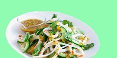 Если у вас есть варёные кальмары и 10–20 минут свободного времени, вы сможете приготовить отличные салаты: со свежими и маринованными огурцами, с сыром и грибами — выберите рецепт по вкусу.