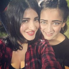 Bharatbytes: Shruti Hassan takes selfie with her sister