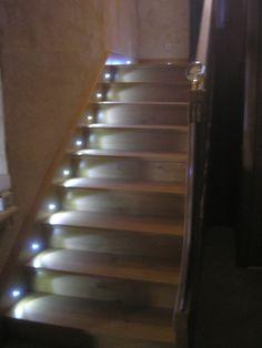 vue du bas de l 39 escalier r alisation d 39 un escalier en mini spot led pinterest. Black Bedroom Furniture Sets. Home Design Ideas
