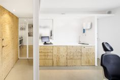 Image 5 of 9 from gallery of Dental Clinic in Torrelles / Sergi Pons. Photograph by Adrià Goula Clinic Interior Design, Clinic Design, Best Interior Design, Dental Office Design, Dental Offices, Best Dentist, Best Teeth Whitening, Dental Hygienist, Medical Prescription