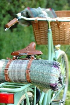 Recycled Wool Picnic Rug and Straps by Beg Bicycles Want these handlebars and the bike! And to go on a picnic with it.