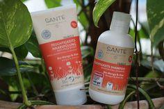 Das allseits be- und geliebte Feuchtigkeits Shampoo hat Unterstützung bekommen! Seit kurzem gibt es nun auch die Feuchtigkeits-Spülung mit Bio-Manogo und Aloe Vera!