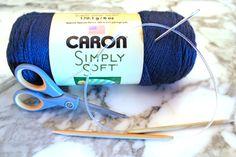 Beginner Knit Scarf Easy Free Knitting Pattern - Purlsandpixels # anfänger strickschal easy free knitting pattern - purls und pixel # écharpe en tricot pour débutant, modèle de tricot gratuit et facile - purls and pixels Beginner Knit Scarf, Knitting For Beginners, Knitting Patterns Free, Free Knitting, Chunky Yarn, Garter Stitch, Knitted Shawls, Blogging For Beginners, Knitting Projects