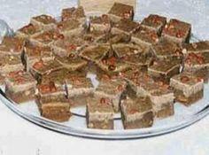 Receita de Paçoca de amendoim - 500g de amendoim cru, 1 lata de leite condensado, 2 xícaras (chá) de açúcar