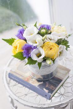 Цветы в ведре