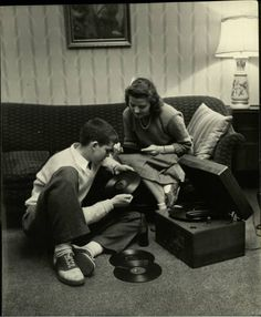 teenagers in Des Moines, Iowa, 1945, by LIFE photographer Nina Leen. Listening to music.