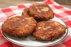 Southern Salmon Patties are an inexpensive meal and an easy recipe to make. The canned recipe costs less than five dollars and is quick to get on the table. This Deep South dish is made with breadcrumbs and fries up fast. Fried Salmon Patties, Salmon Croquettes, Salmon Patties Recipe, Canned Salmon Recipes, Fish Recipes, Seafood Recipes, Cooking Recipes, Recipies, Cooking Fish