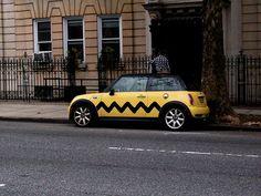 Charlie Brown Mini Cooper by Geekanerd. Big Love, I Fall In Love, Mini Cooper 2017, Snoopy Love, Car Mods, Mini Things, Cute Cars, Fiat 500, Car Wrap