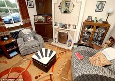 Retro home decor - Simply Delightful inspirations. diy retro home decor living rooms example and advice ref 7233371352 shared on this day 20190108 1940s Home Decor, Vintage Home Decor, Retro Room, Vintage Room, Vintage Bags, 1940s Living Room, Living Rooms, English Decor, Cottage Interiors