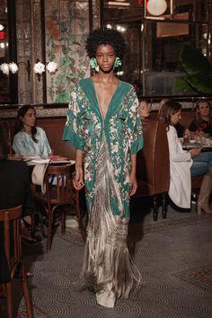 Johanna Ortiz Resort 2019 Fashion Show Collection: See the complete Johanna Ortiz Resort 2019 collection. Look 31 New York Fashion, Runway Fashion, Boho Fashion, Womens Fashion, Fashion Design, Fashion Trends, London Fashion, Fashion Boots, Trendy Fashion